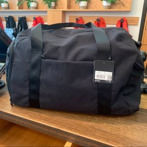 USED ONCE Lik new lululemon command the day duffel